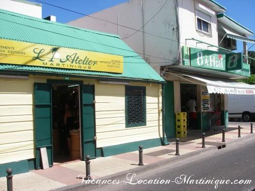 Magasin de souvenirs de Martinique et Huit-à-Huit très bien fourni et pas cher de Sainte-Anne