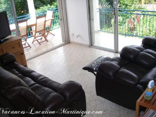 Le salon de la villa vue mer avec l'écran plat SONY tout neuf