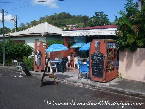 Restaurant «La Dorade» dans le bourg de Sainte-Anne, 2€ les 10 accras