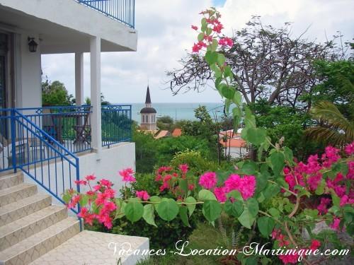 Villa Le Paradis avec vue sur la mer des caraïbes, le clocher de l'église et le rocher du Diamant